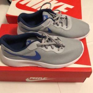 Nike Tanjun 7Y gray and blue 💙 New
